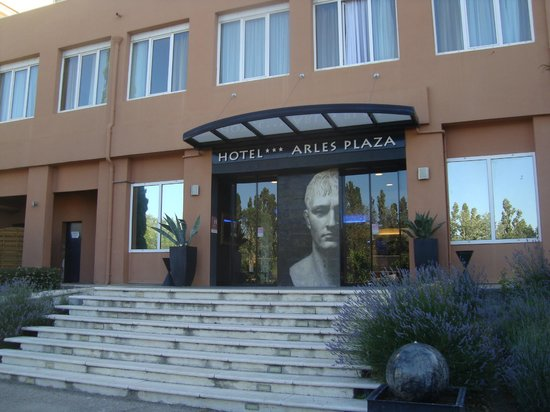 Hotel Arles Plaza: Ingresso