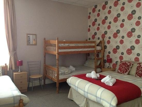 Hilbre Hotel: family room