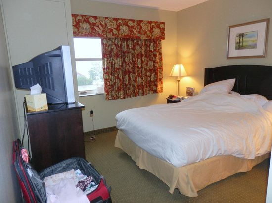 Chautauqua Suites, Meeting & Expo Center: our room