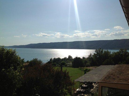 Auberge des Salles : Ultimo raggio di sole sul lago