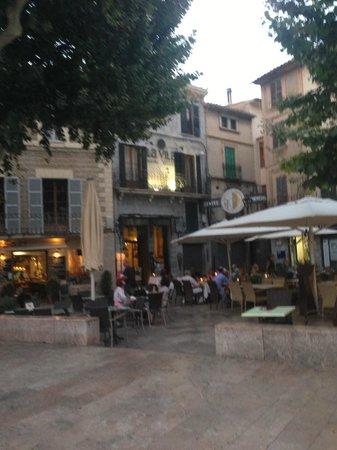 Hotel La Vila : Sreet view