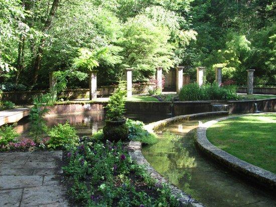 Belknap Hot Springs Lodge and Gardens: Secret Garden