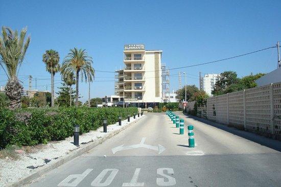 Almirante Hotel: Road to the hotel