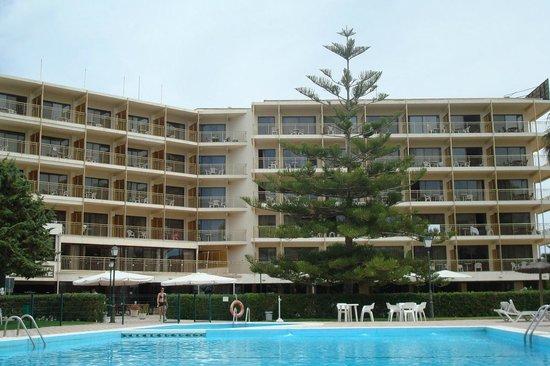 Almirante Hotel: Hotel from the pool area
