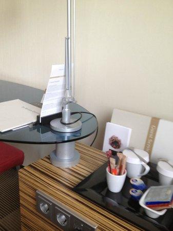 Movenpick Hotel Amsterdam City Centre: Escritorio