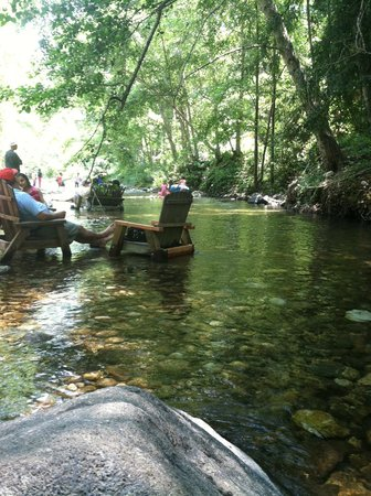Big Sur River Inn Restaurant: Relaxing river