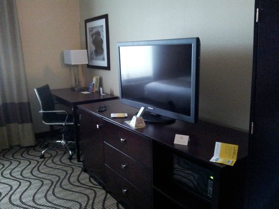 La Quinta Inn & Suites Bonita Springs Naples North: TV e mobile