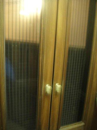 Rome Kings Suite: Las puertas cierran mal, de lo viejas que son, asi que varias veces tuvimos que subir por la esc