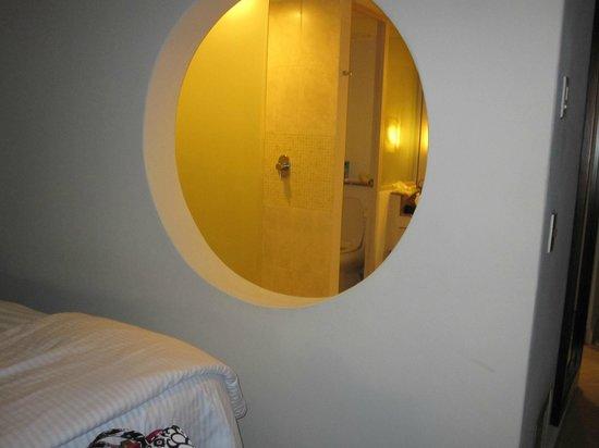 Secrets Aura Cozumel: bathroom wall hall