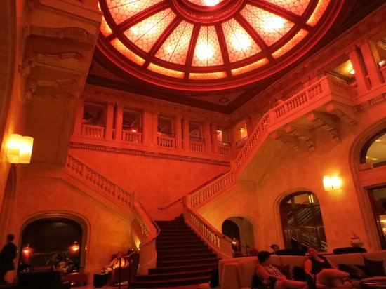 Renaissance Pittsburgh Hotel: the magnificant starircase