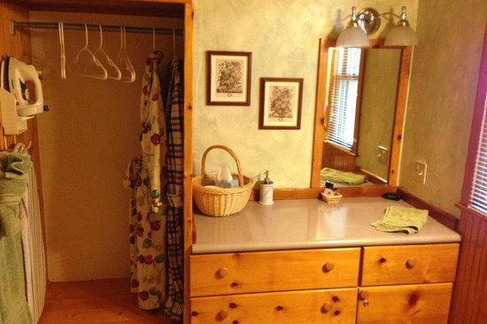 Homestead Cottages: Bathroom, very spacious and roomy