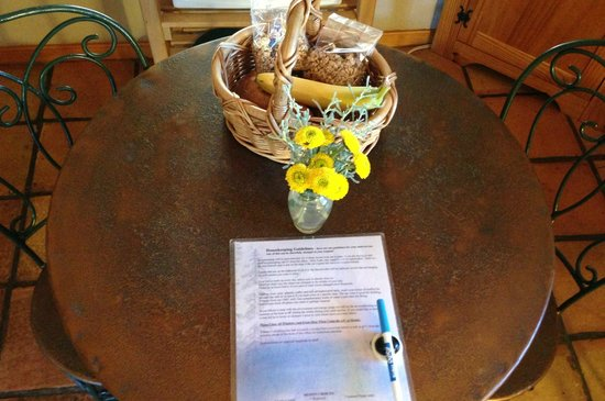 Homestead Cottages : Greeted with a basket of goodies and fresh flowers