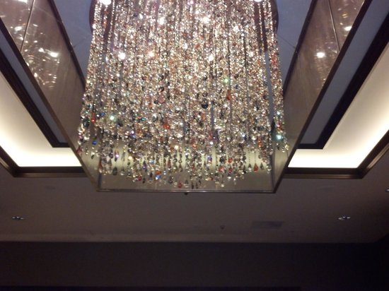 InterContinental Dallas: lobby chandelier