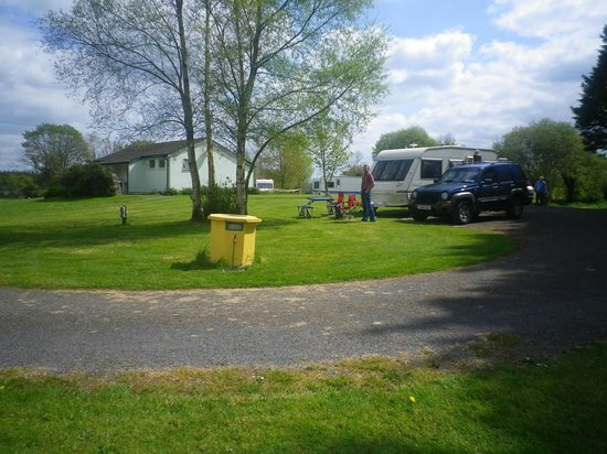 Carrowkeel Camping & Caravan Park : Shower Rooms in distance