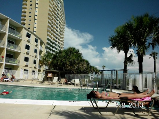 Boardwalk Beach Resort Hotel & Convention Center : Pool in front of Tides building. Tides building and Condos in back drop.