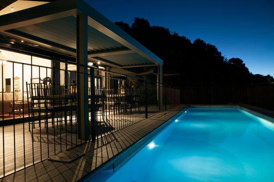 The Point Villas : Villa 1 pool by night