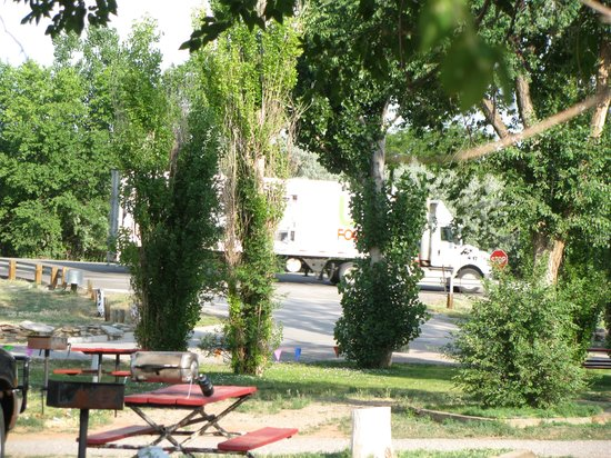 Fountain of Youth RV Park: Passing Truck