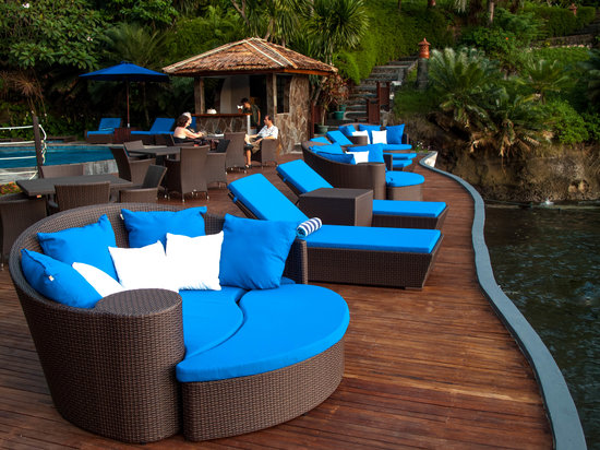 Pulau Lembeh, อินโดนีเซีย: Pool deck overlooking Lembeh Strait