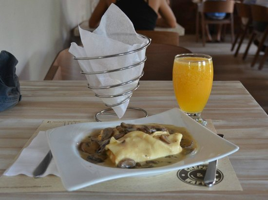 Crepes waffles picture of crepes waffles cartagena for Salsa para crepes