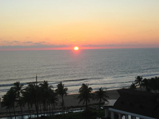 Mayan Palace Acapulco: Sunset view from room.