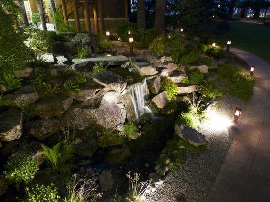 Alderbrook Resort & Spa: Walkway area