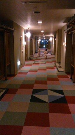 Hotel Gujo Hachiman : 部屋の前の廊下