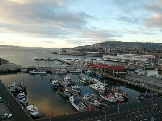 Grand Chancellor Hotel Hobart: View from premium harbour view room 16th floor.