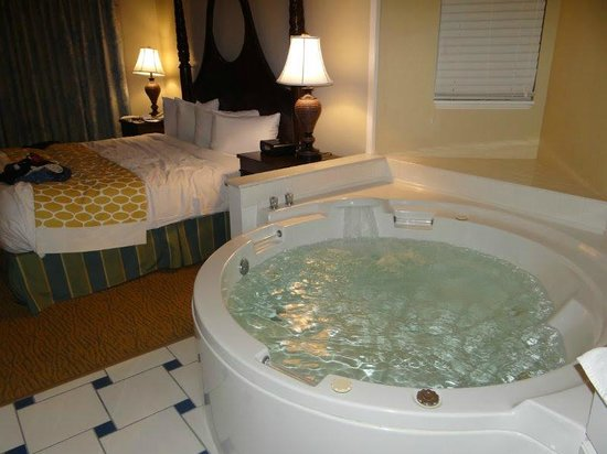 Hilton Grand Vacations at SeaWorld: Quarto casal com hidromassagem