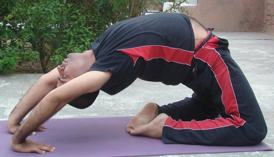Yoga Guru Karan Singh : peigion pose