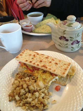 Main Street Cafe: yummy breakfast flatbread with tasty hash in the foreground and a nice quesadillas in the backgr