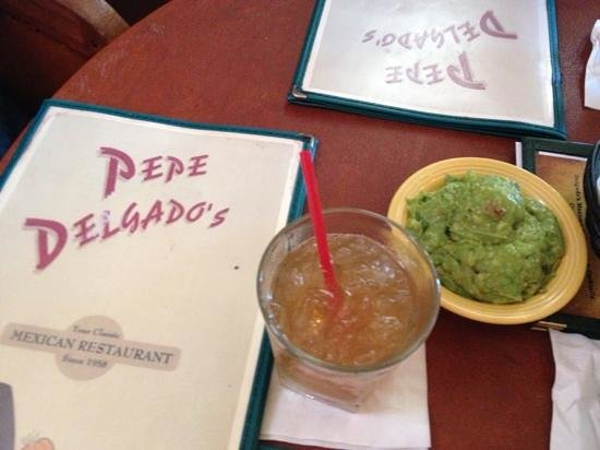 Pepe's Mexican Food: margarita + guacamole = heaven!
