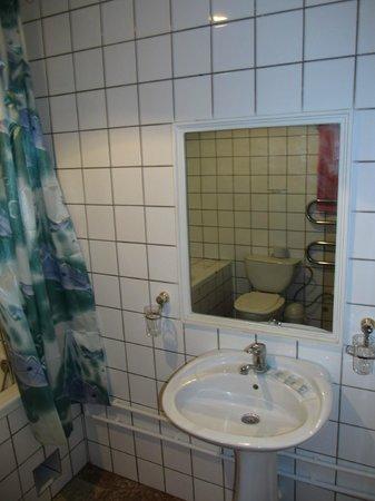 Hotel Mosque Baland: Room 8 bathroom