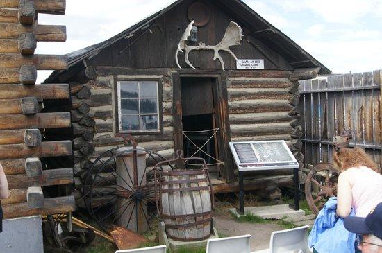 MacBride Museum: Sam McGee's cabin