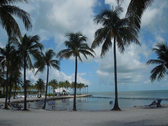 Tranquility Bay Beach House Resort : Beach swimming area