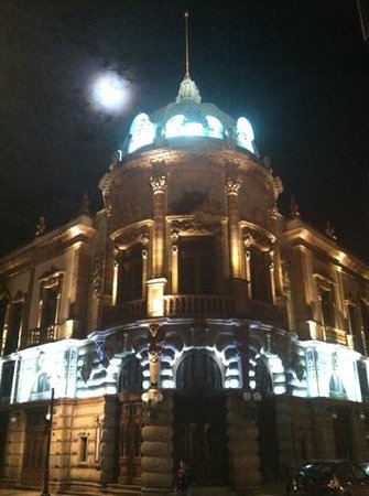 Teatro Macedonio de Alcalá: gorgeous day and night!
