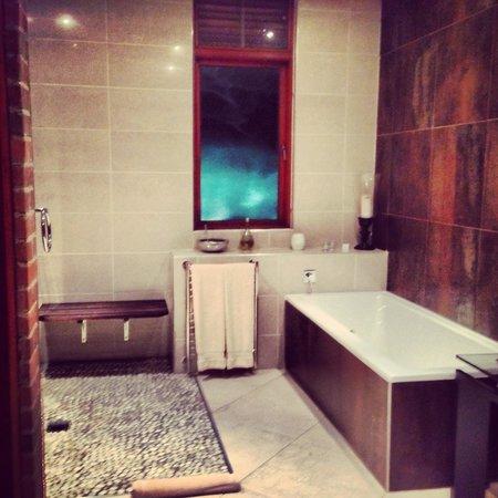 Tintswalo at Waterfall: Bathroom