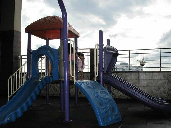 Shaw Residenza Suites: Playground