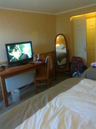 Hotel Borde Lago: televisor