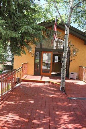 Lift House Lodge: Front entrance