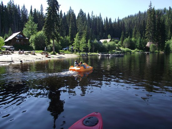 Beaver Lake Mountain Resort: Peddle boats are available to rent too!