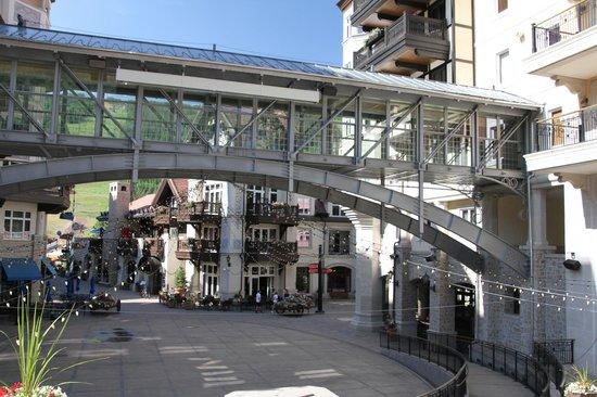 Lift House Lodge: The plaza