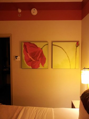 La Quinta Inn & Suites Chicago Downtown: modern fkn art