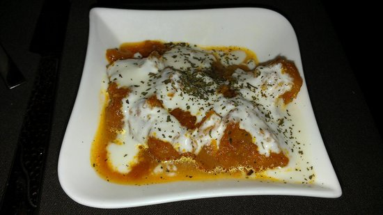 3 Olives Mediterranean Bar & Restaurant: Eggplant appetizer