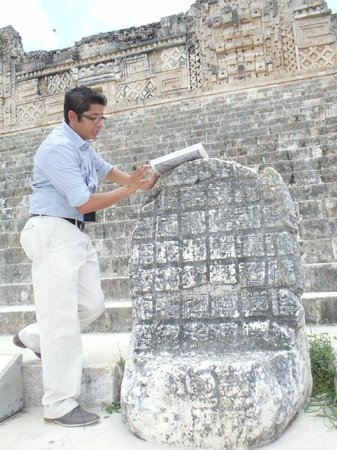 Mormon Encounter LDS Tours : A class about maya writing