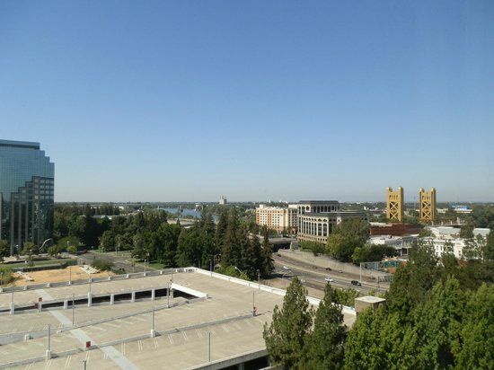 Holiday Inn Sacramento-Capitol Plaza : view toward old town and bridge