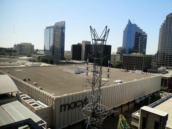 Holiday Inn Sacramento-Capitol Plaza : view one way