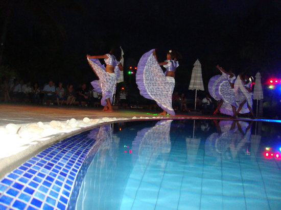 Jalsa Beach Hotel and Spa: Sega show by the pool