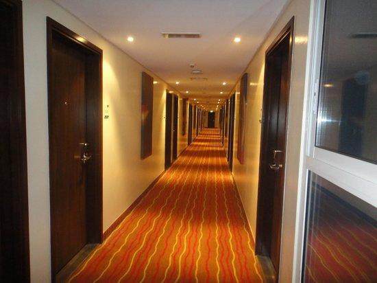 Ibis Al Barsha : Hotel coridoor
