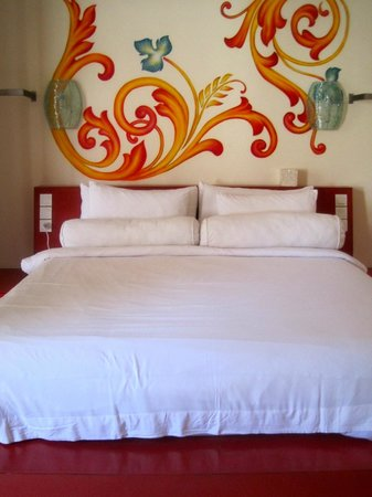 Bali Ginger Suites & Villa: huge bed