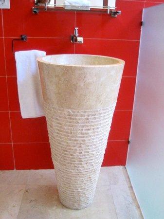 บาหลีจินเจอร์สวีต: stone basin